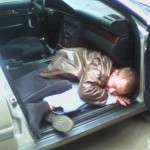 drunk man in car photos 150x150 Two passengers got rolled